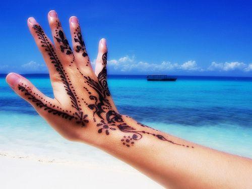 Как да се погрижим за татуировките си през лятото